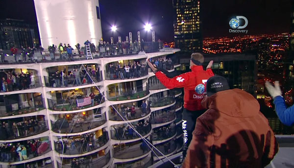 Nik Wallenda waves to crowd in Marina City West stunt (Discovery Channel)